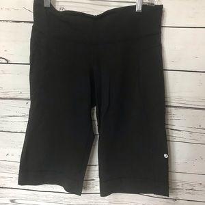 Lululemon cropped long shorts black